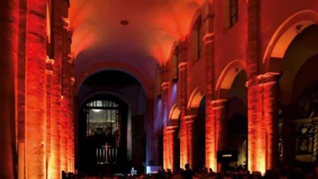 proiezione_led_interno_chiesa